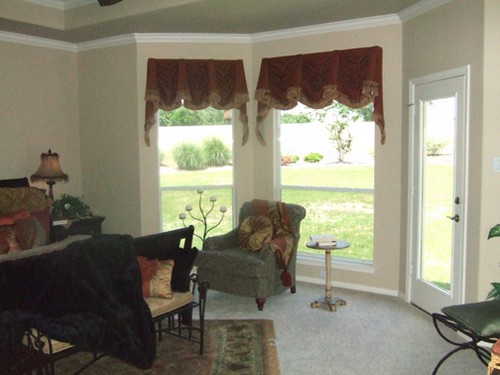 sitting room with patio door