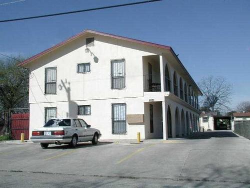 6-unit apartment near Kelly